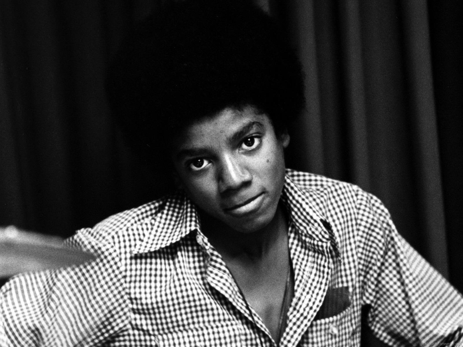 http://3.bp.blogspot.com/-JcBOFSUa8F8/TgRhF9C5UOI/AAAAAAAABEs/N5IJAUYro4Q/s1600/Michael+Jackson+Wallpaper+6.jpg