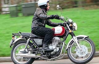 Mash-Roadstars-400-Ride