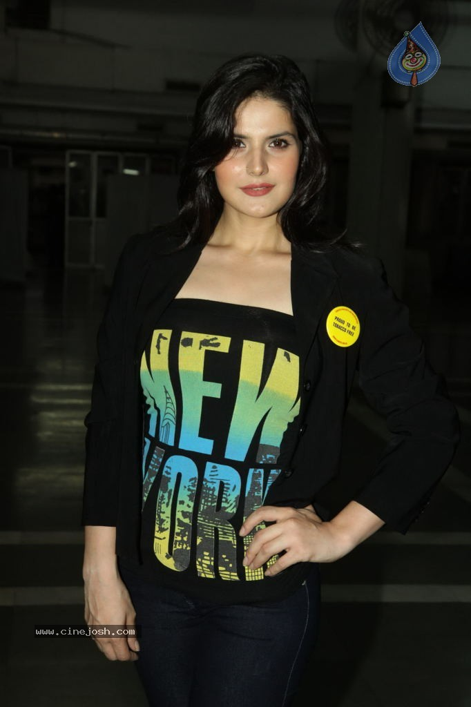 Zareen Khan in black jeans and top -  Zareen Khan looking Hot at World No Tobbacco Day
