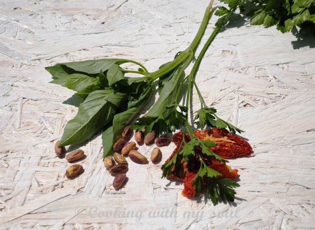 Pesto cu rosii uscate si fistic