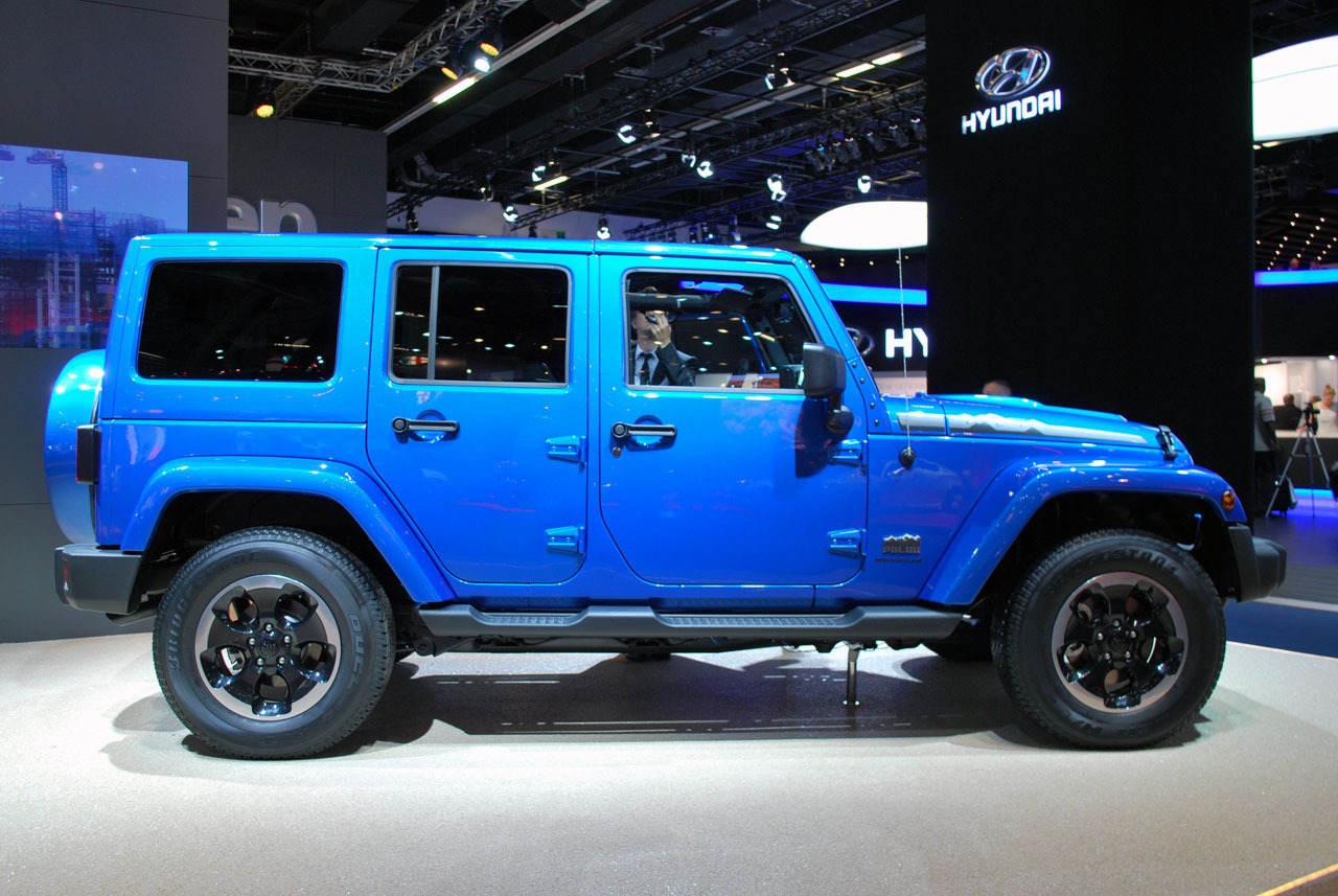 2014 Blue Jeep Wrangler Unlimited - Viewing Gallery
