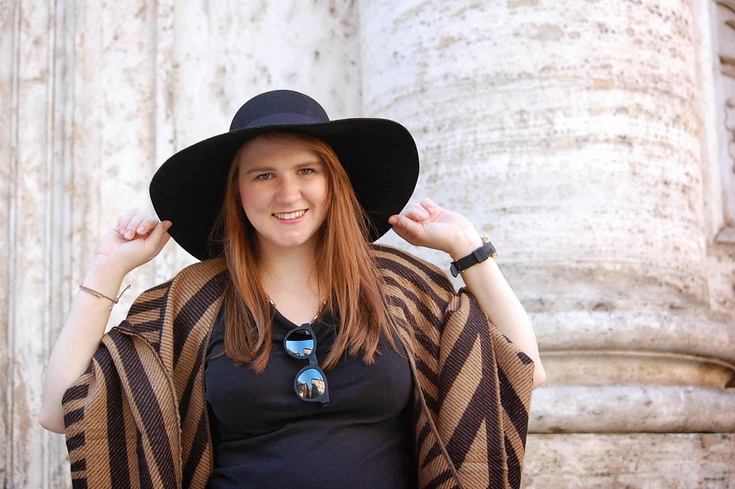 stradivarius poncho hat fashion blogger outfit style