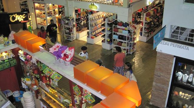 Puestecillos con todo tipo de artículos en Central Market (Kuala Lumpur)