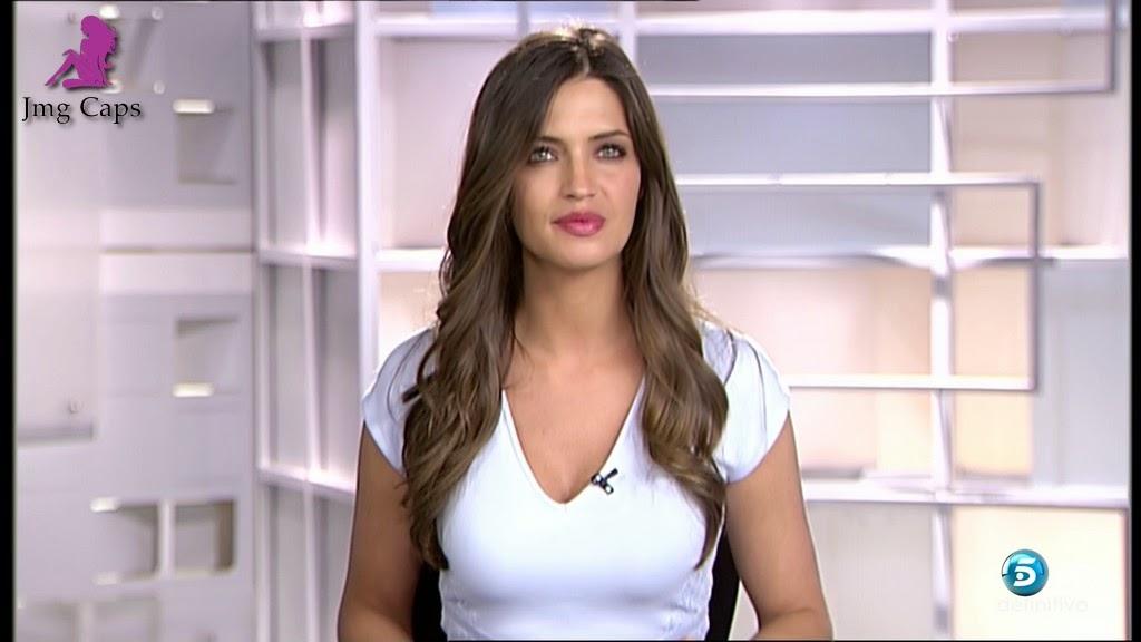 SARA CARBONERO, INFORMATIVOS TELECINCO (09.02.15)