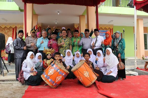 Ketua DPD RI Resmikan Rusunawa Ponpes H. Abdul Karim Syu'aib