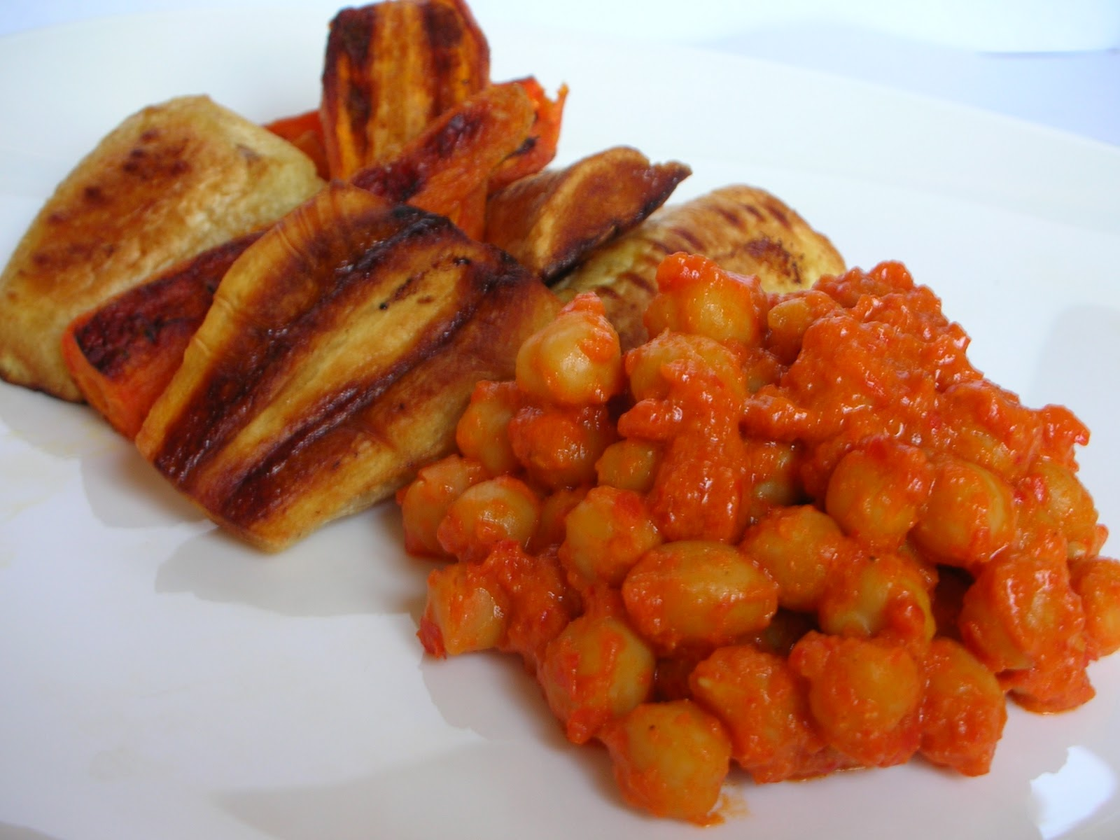Chickpeas in ajvar filmjölk sauce with roasted parsnips and carrots