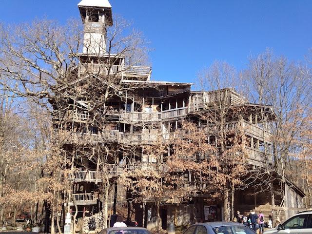 la plus grande maison dans les arbres du monde l 39 assurance d 39 une vie meilleure ben m me pas. Black Bedroom Furniture Sets. Home Design Ideas