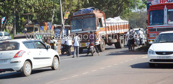 Kasaragod, Anagoor, Goods-lorry, Vidya Nagar, Road-damage, K.S.R.T.C-bus