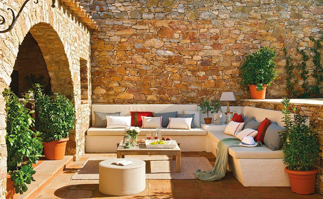 Gartenmauer mediterran verputzt
