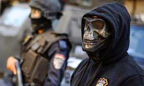 مصر: الكشف عن سر ضابط الشرطة الحامل لقناع الجمجمة.