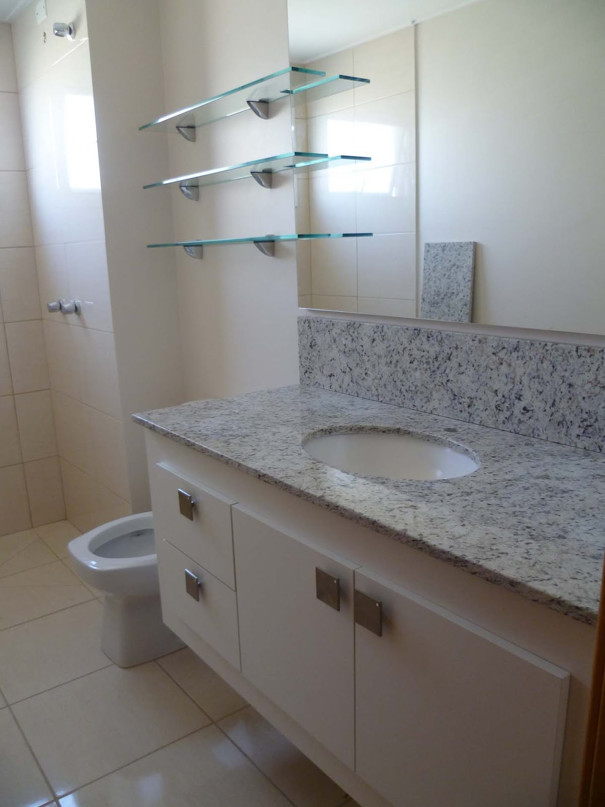 em mdf melaminico branco com tampo de granito branco marfim a  #463930 1200x1600 Banheiro Com Granito Branco