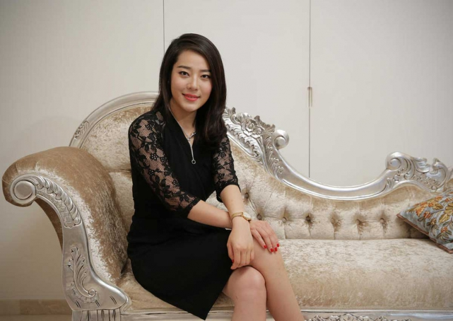 She is the managing director of SinMetal International Pte Ltd, and is every inch a modern, career-driven woman who regards Singapore as her home.