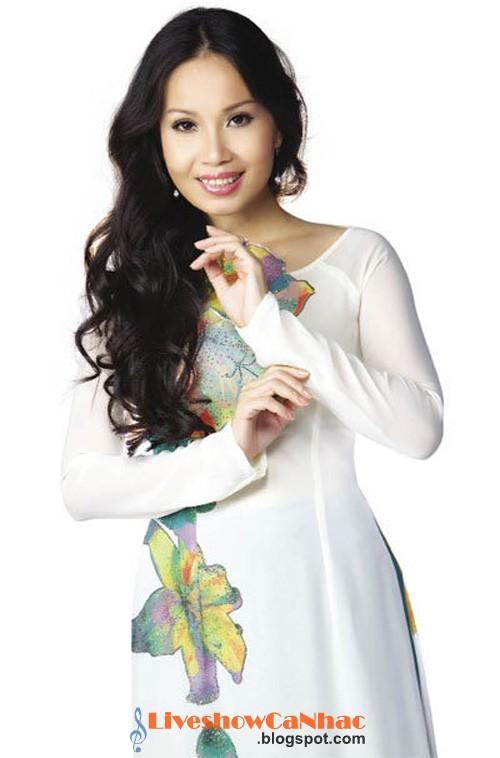 Ca sĩ Cẩm Ly