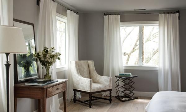 diseño interior casa pequeña - butaca en el dormitorio