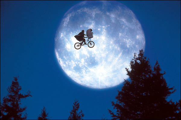 ET+The+Extra-Terrestrial+%2528moon%2529.jpg