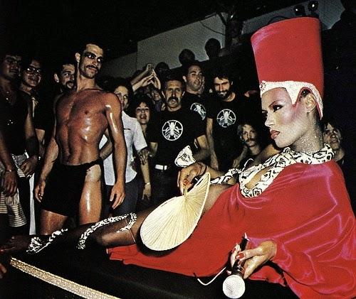 Imagenes cinéfilas - Página 5 Grace_Jones_as_Cleopatra_Studio_54_1977_1