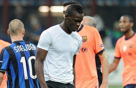 Mario Balotelli walks off the pitch in anger at the end of a match between Inter Milan and Barcelona