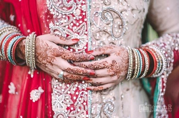 Bridal Hands With Mehndi : Bridal mehndi hands and bangles photography