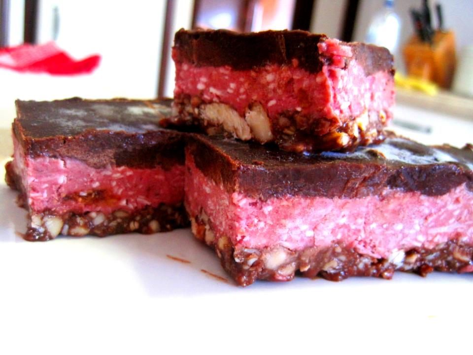 Raw cherry ripe slice yummy raw desserts raw recipes for Raw food bars uk