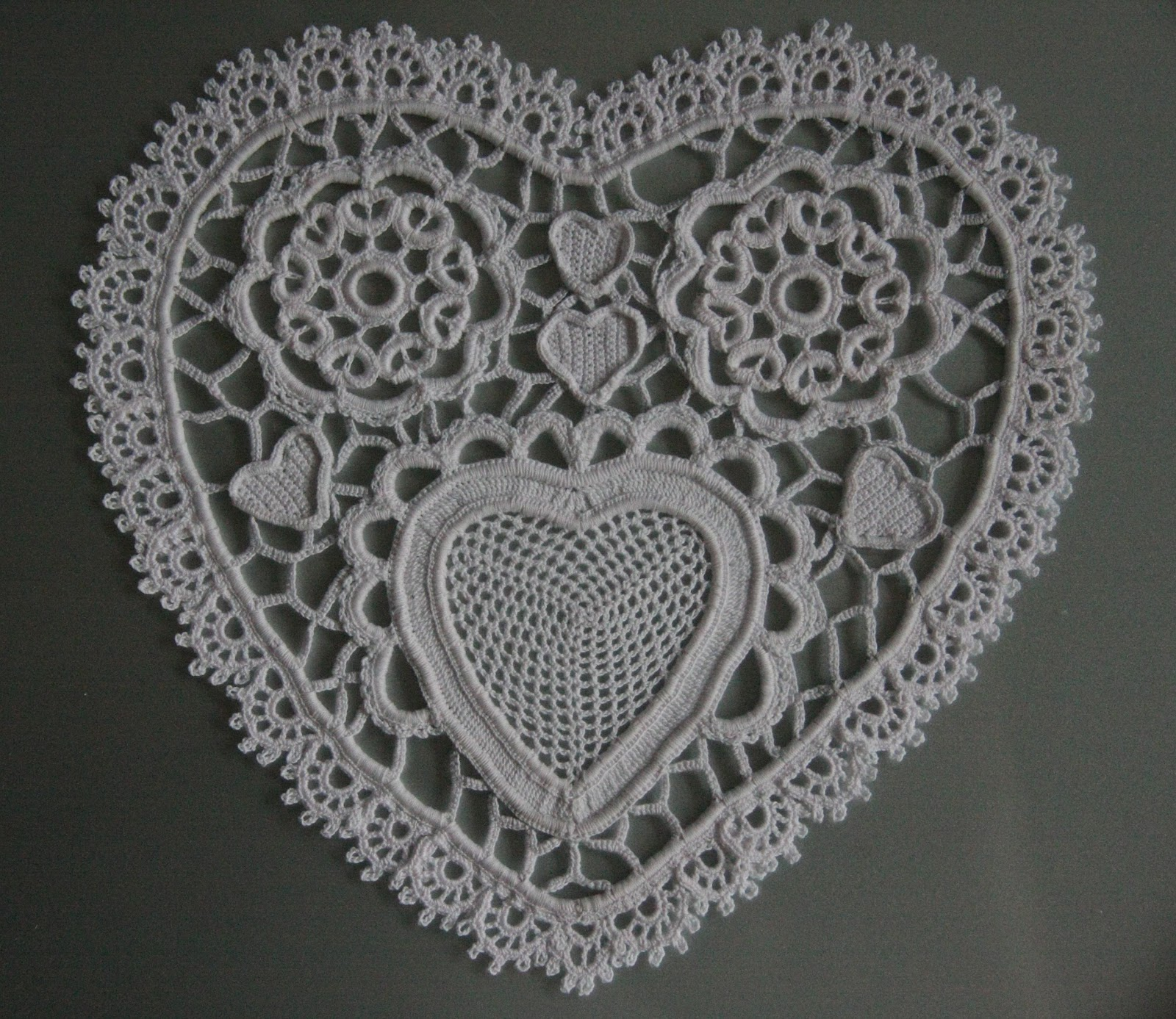 Free Patterns Irish Crochet : The Laboratory: Paper Heart Doily in Irish crochet