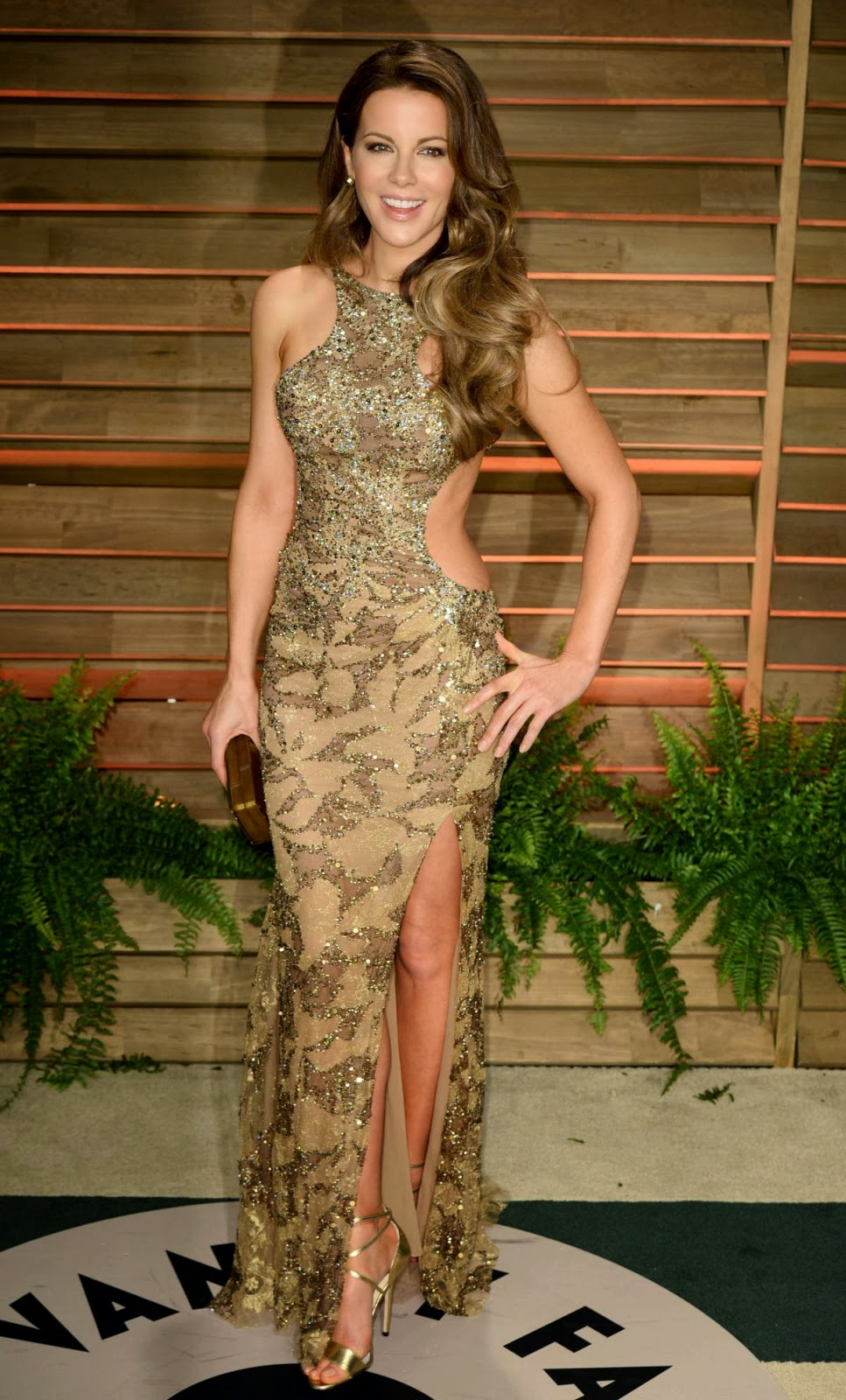 Gorgeous Kate Beckinsale looks great in this tight glamour dress!