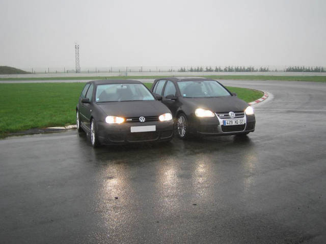 Golf iv hits golf 5 r32 ou golf 4 r32 laquelle preferez for Golf 5 interieur 2008