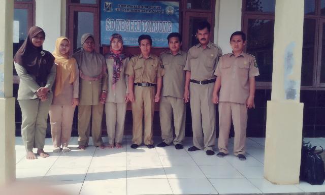 Dewan Guru SD Negeri Tonjong Kecamatan Waluran