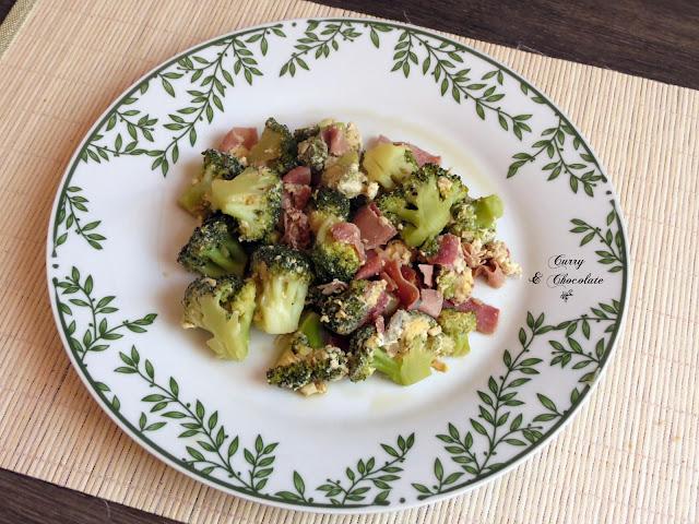 Brócoli con jamón cocido y huevo – Broccoli, ham & scrambled eggs