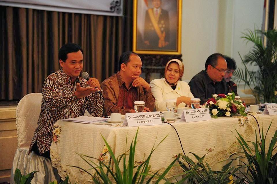 Seminar Komunikasi Politik