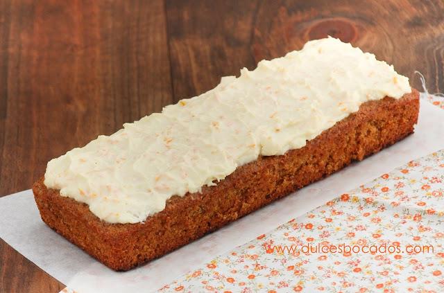 Bizcocho de zanahoria con crema de queso a la naranja
