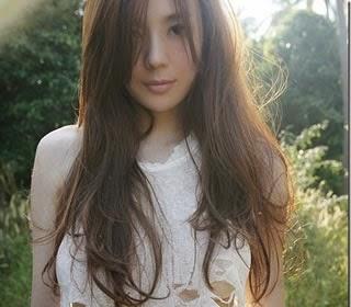 Cica Zhou (周韦彤) 1