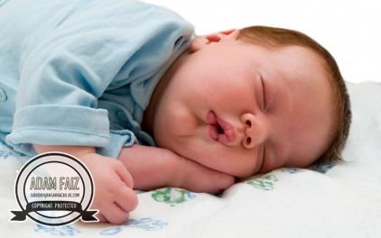 Gambar baby comel tidur nyenyak