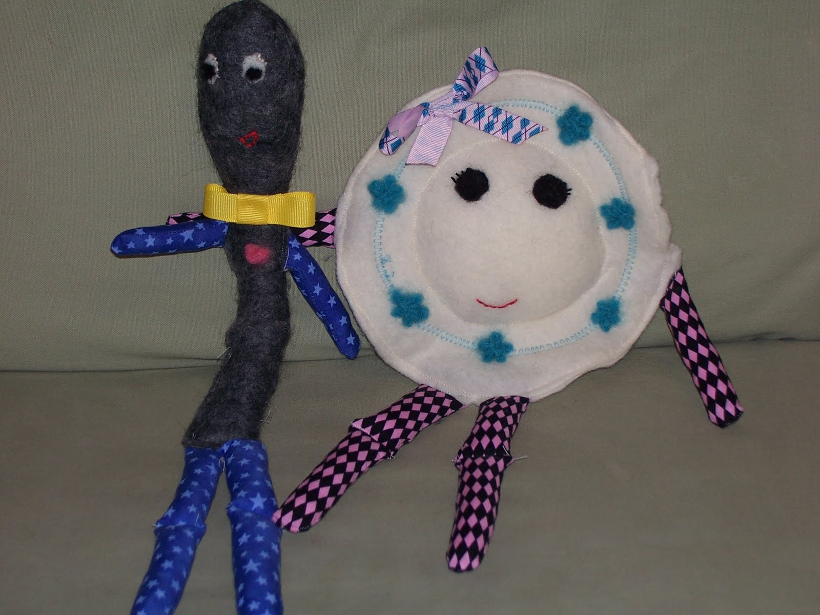 http://craftymomsshare.blogspot.com/2011/09/my-adventures-in-needle-felting.html