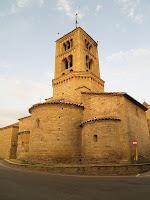 La façana nord-est de l'església romànica de Santa Eugènia de Berga