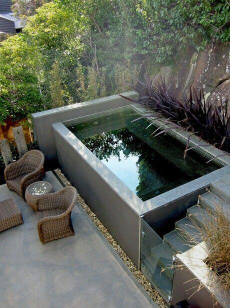 Um jardim para cuidar piscinas para espa os pequenos for Piscinas modernas pequenas