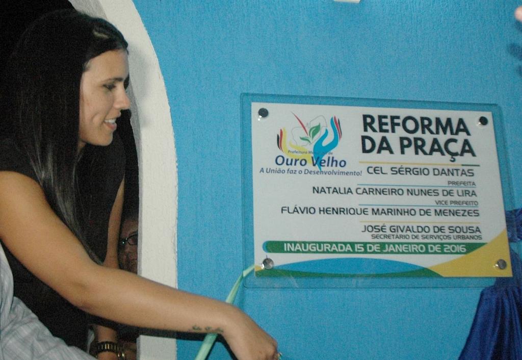Prefeita Natália Lira entregou a reforma da praça