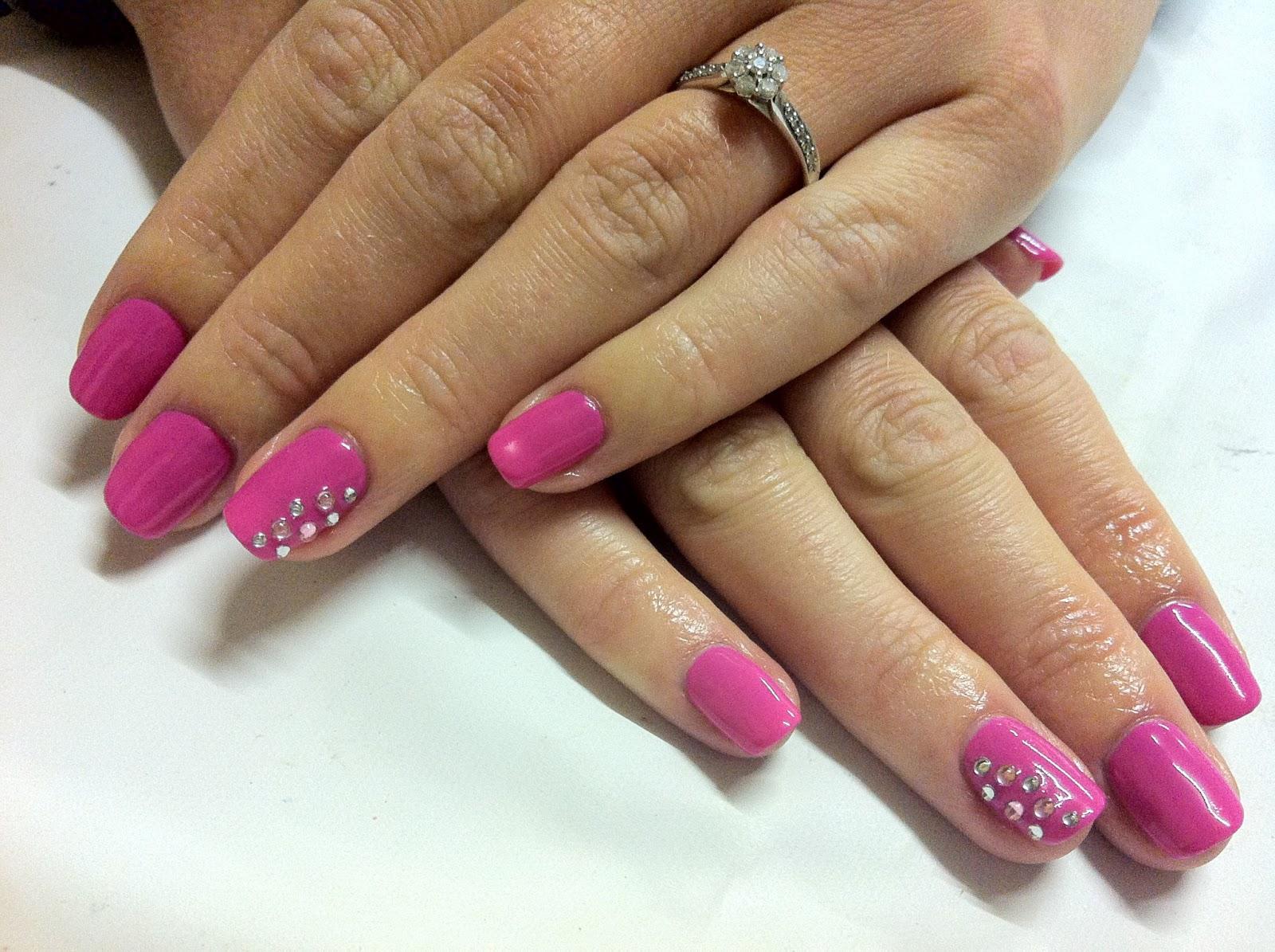 Фото гелевых ногтей розовых
