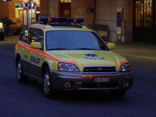 Gambar Mobil Ambulance 17