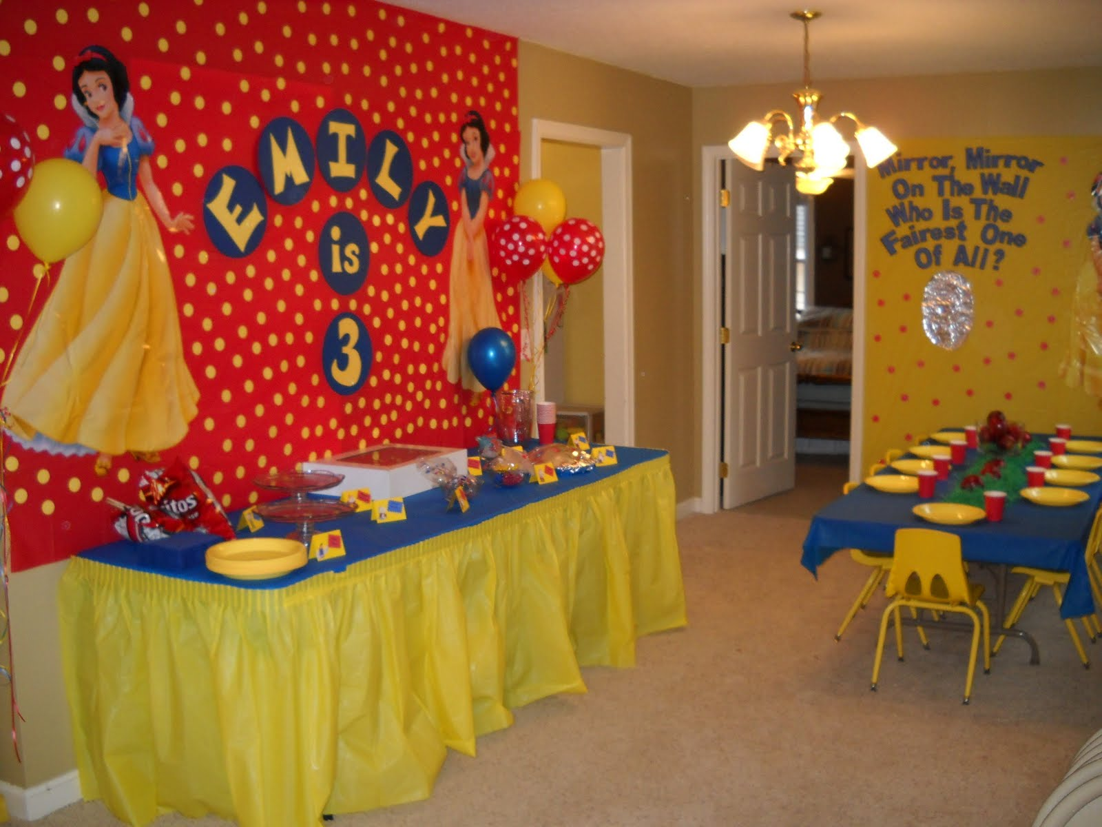 Birthday parties for girls snow white and the seven for White party decoration ideas