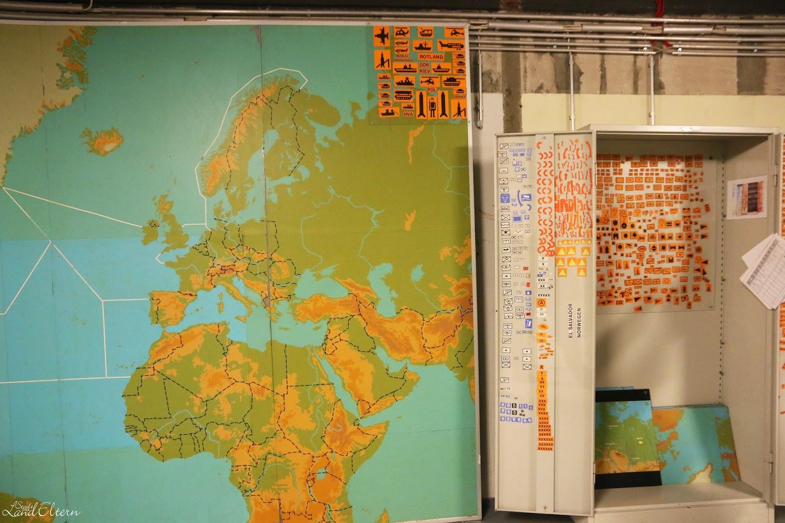 Dokumentationsstätte Regierungsstation Ahrweiler - Einsatzzentrale mit Weltkarte