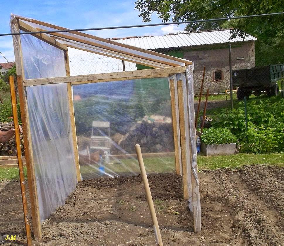 Mon jardin en moselle au tour des tomates - Fabriquer une serre de jardin en bois ...
