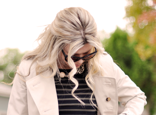 blonde waves, hair, burberry trench