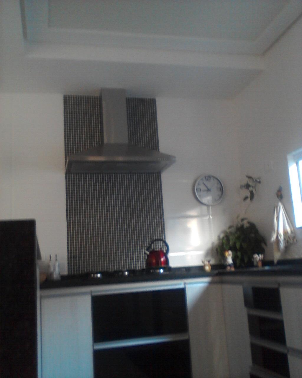 Veja o detalhe do fogão cooktop a coifa as pastilhas de vidro #486D83 1024 1280