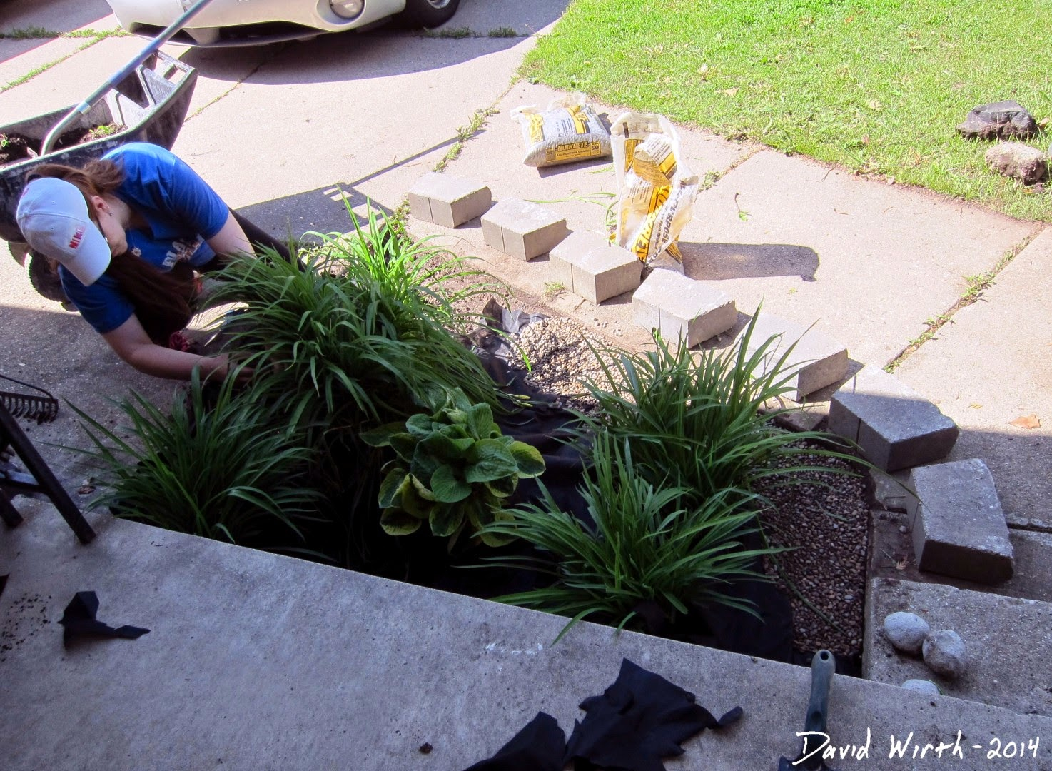 diy do it yourself landscape mulch block wall