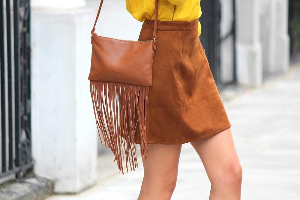 peexo fashion blogger wearing suede skirt and fringe bag