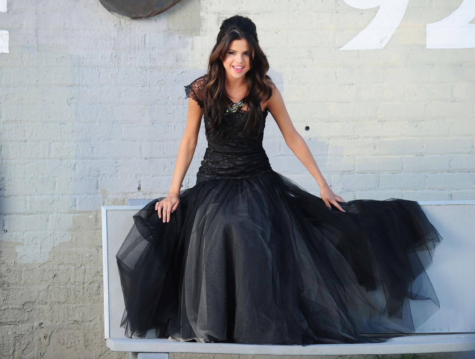 http://3.bp.blogspot.com/-Jhhp746FL98/TWPUcHrSiLI/AAAAAAAAPZU/hAs3Adwm5YM/s1600/Selena-Gomez-81.jpg