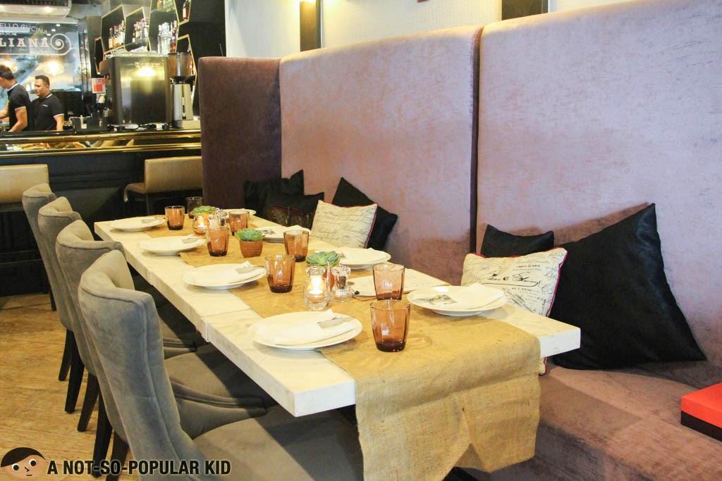 Cozy and comforting interior of Il Ponticello Cucina Italiana