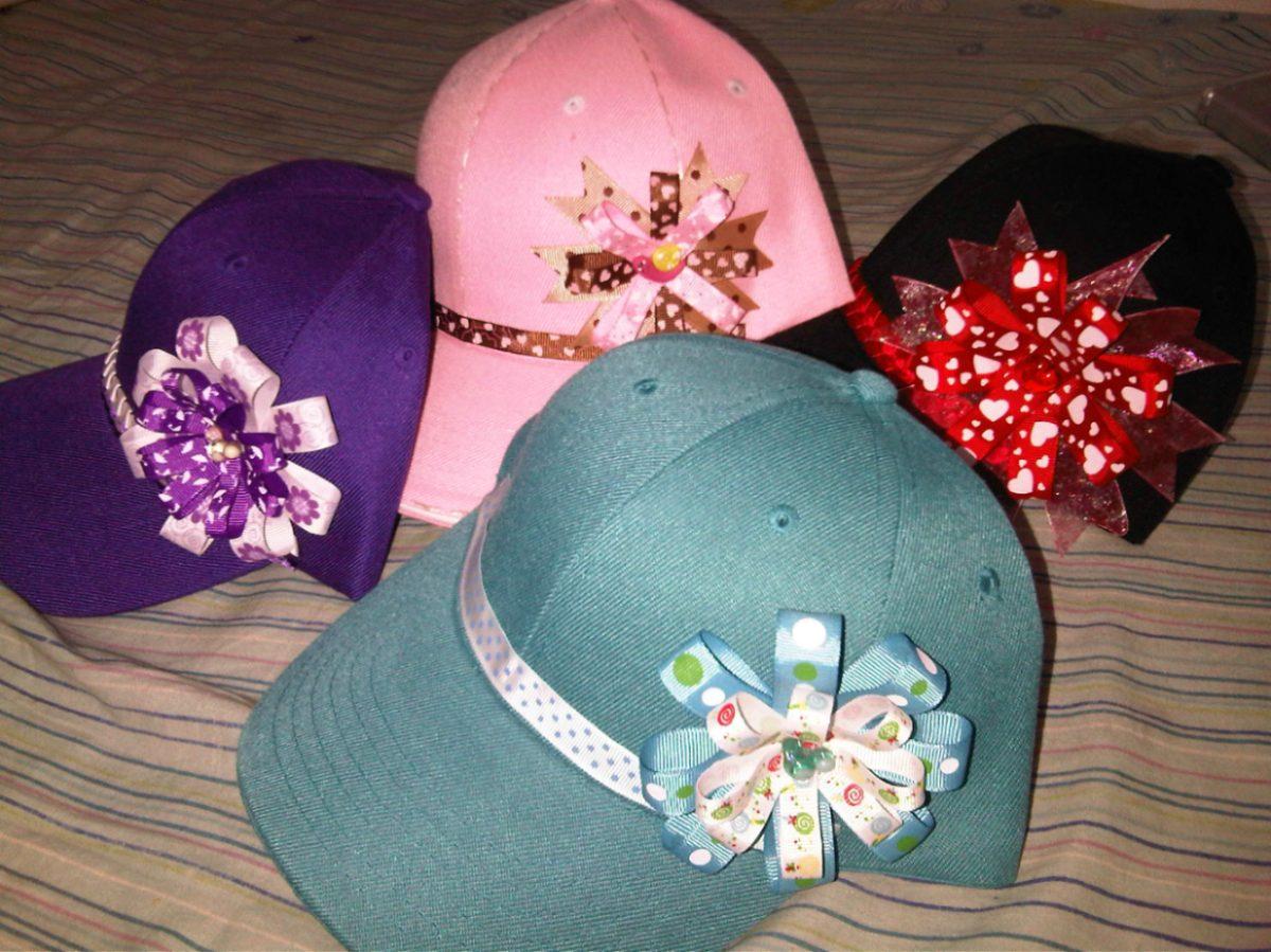 DECORACIONES Y MANUALIDADES ELIANA: gorras decoradas en cintas