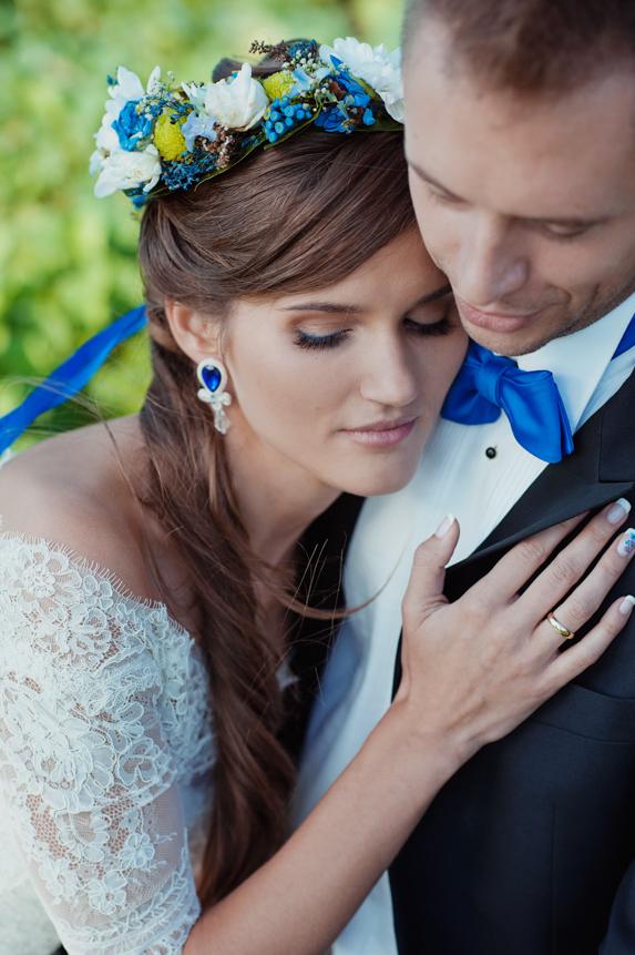 Kolczyki ślubne z niebieskimi kryształami