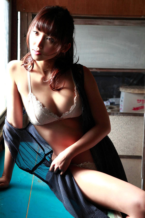 risa yoshiki sexy nude photos 02
